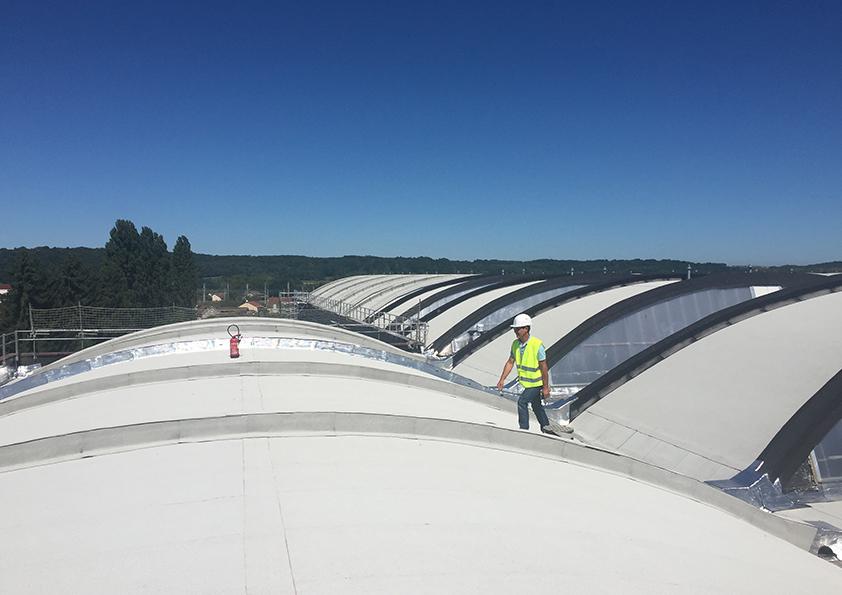 Ouvrier toiture en zinc